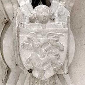 Pierres sculptées dans l'église de Chazelles
