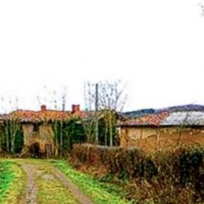 Le Beyron oublié: hameau englouti par la nature.