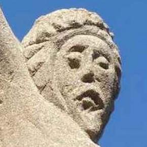 Bel exemple de conservation du petit patrimoine: une restauration de croix à Saint Médard en Forez.